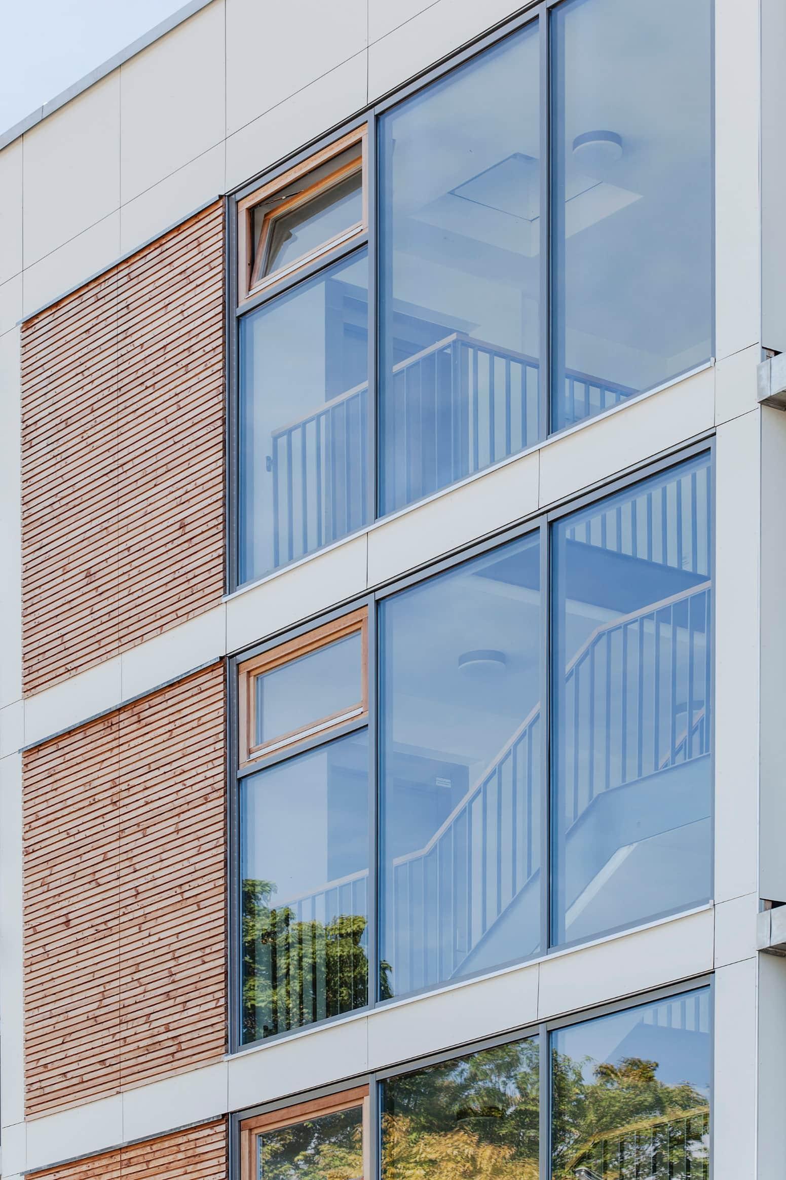 Fassade der Passivhaus-Wohnanlage NEST AB2 am Ackermannbogen in München. Ausgezeichnet mit dem Preis für Qualität im Wohnungsbau 2015 BFW Landesverband Bayern und werkbund.