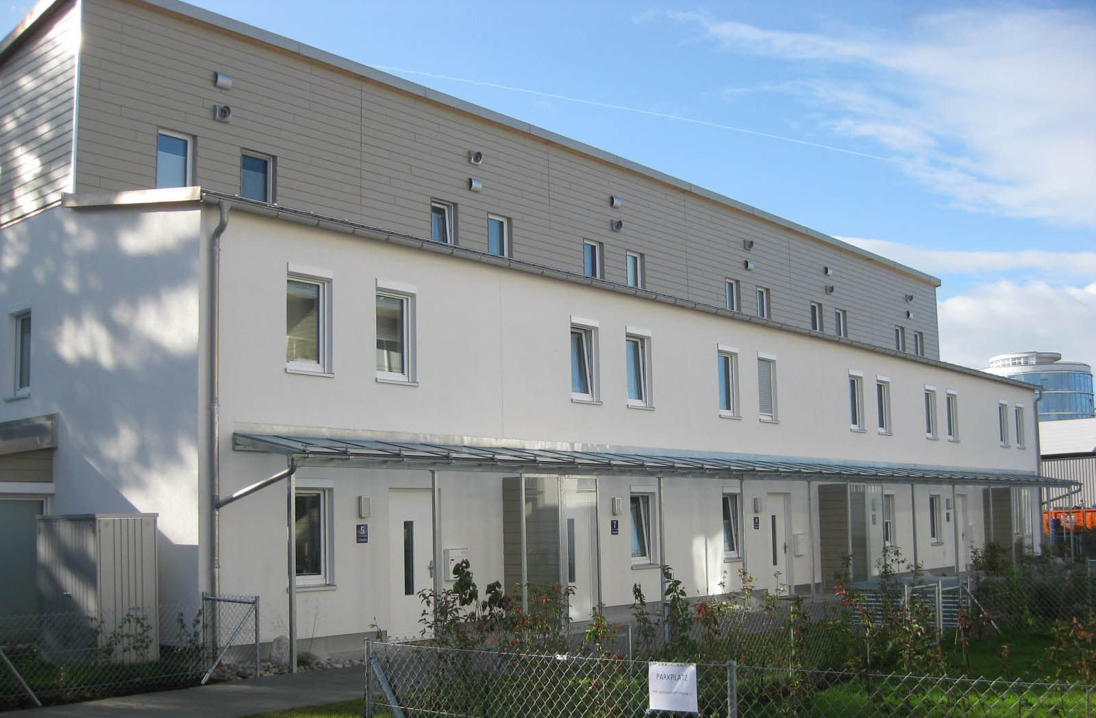 Nordansicht der Plus-Energieprojekt-Wohnanlage NEST NB in Neubiberg.