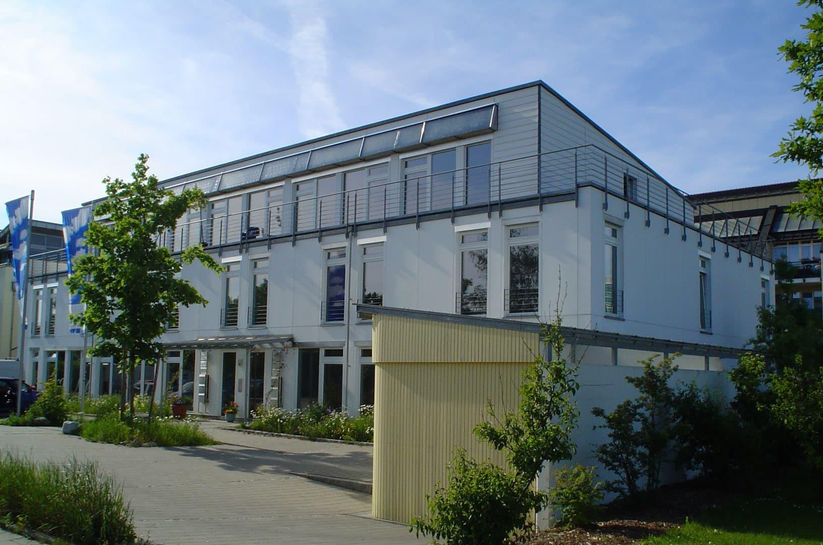 Südansicht des NEST Bürogebäudes UHA in Unterhaching im Passivhausstandard.